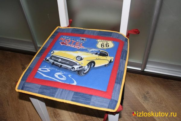 """Лоскутная сидушка на стул """"Желтое авто"""" № 259"""